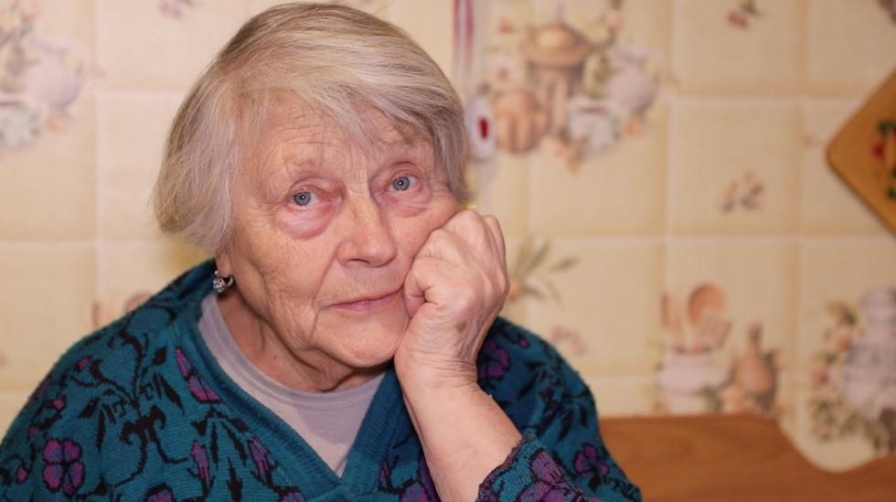 «Камешек и эликсир от тупости»: ради спасения внучки отчаянная бабушка потратила миллионы на «уловки» шарлатанов