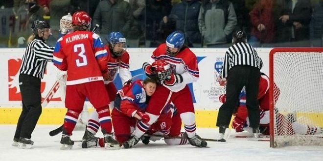Драка на льду: хоккеистки устроили настоящие боксерские игры на ЧМ – СМИ