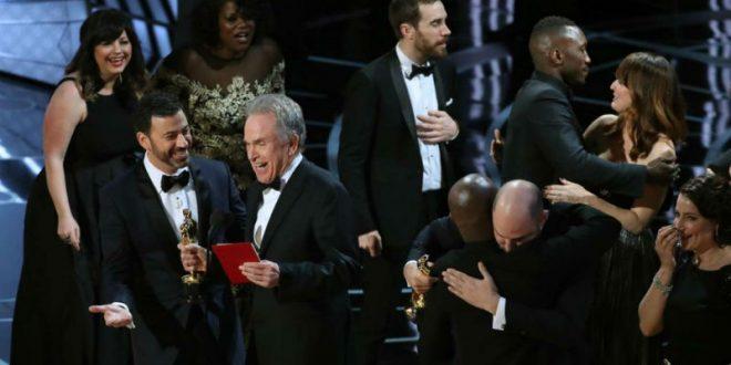 «Оскар» за лучший фильм получил не «Ла-Ла Ленд»: организаторы объяснили ошибку во время церемонии вручения награды