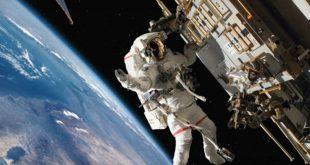 Илон Маск пообещал отправить двоих туристов в полет вокруг Луны уже в 2018 году