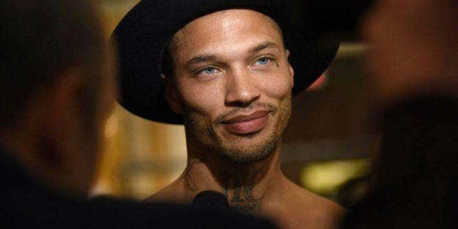 В США «Самый красивый преступник» вышел на подиум Недели моды