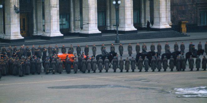 СМИ опубликовали неизвестное ранее цветное видео с похорон Сталина