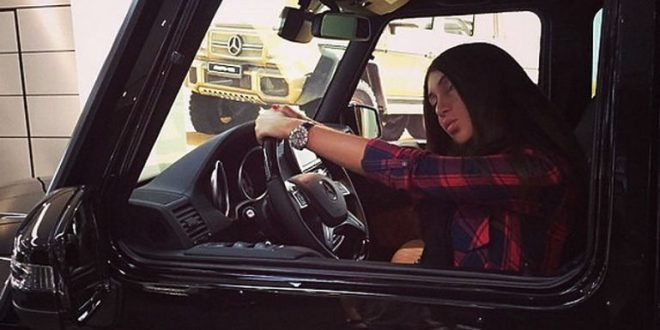 Навсегда лишенная прав Мара Багдасарян похвасталась новым фото за рулем своего Mercedes