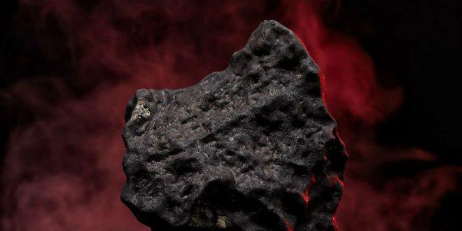 Китаец подарил невесте 33-тонный «метеорит» за миллион юаней вместо обещанной квартиры