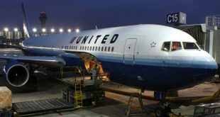 Американская авиакомпания не пустила в самолет двух пассажирок из-за леггинсов