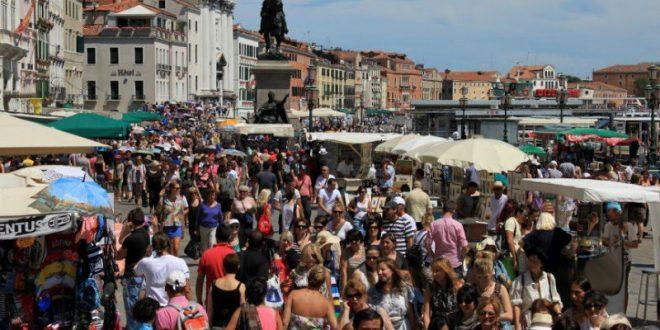 Венеция собирается избавиться от лишних туристов