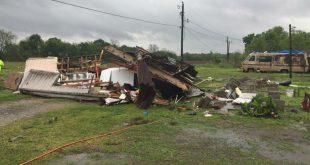В Луизиане мать с ребенком погибли в перевернутом ураганом доме