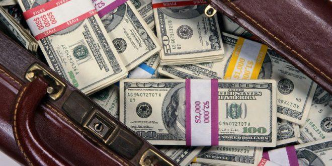 У японца на улице украли чемодан с $3,51 млн