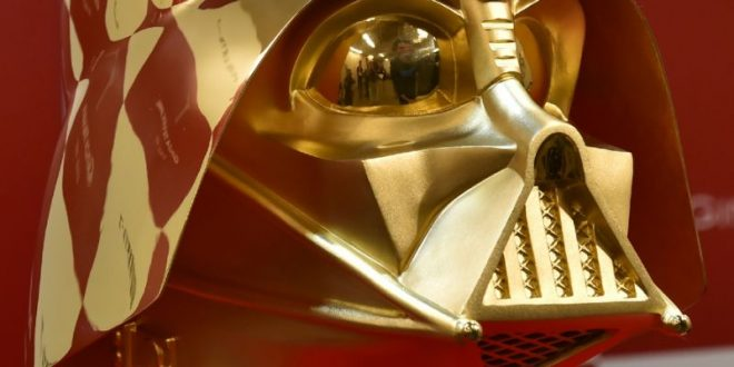 Японские ювелиры выставили на продажу золотой шлем Дарта Вейдера за $1,4 млн