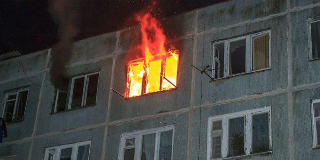 В Томске прохожие поймали мальчика, выпрыгнувшего из горящей квартиры