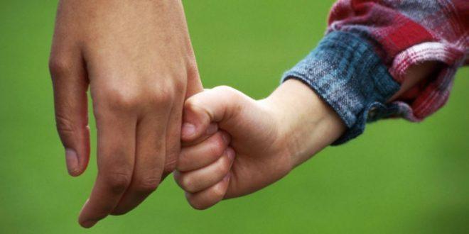СМИ: В России ВИЧ-инфицированным разрешат усыновлять детей
