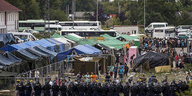 Папа римский считает, что центры для беженцев похожи на концлагеря