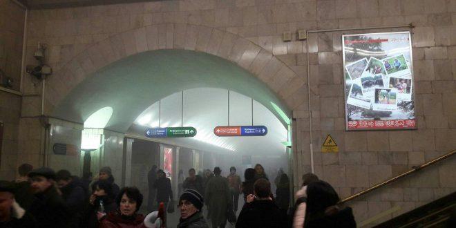 СМИ: В метро Петербурга использовалось взрывное устройство с поражающими элементами. В Сети появилось видео с места происшествия