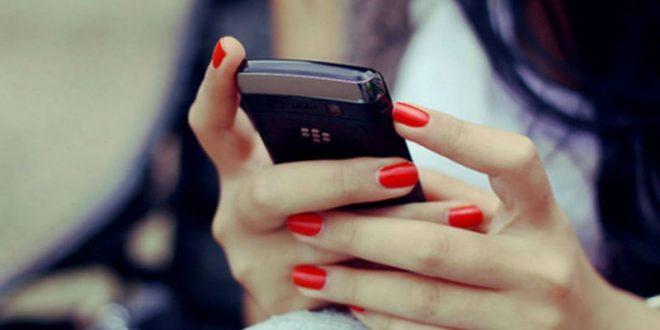 Американец подал в суд на девушку, слишком увлеченную смартфоном во время свидания