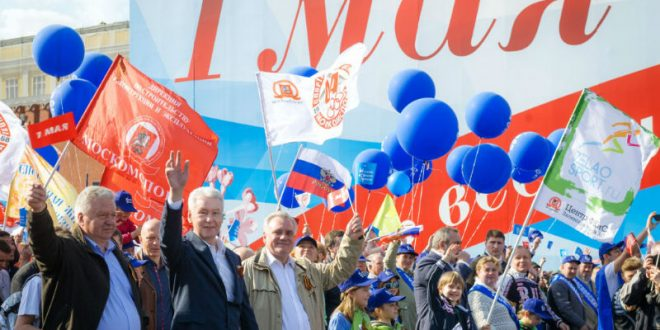 В Москве в первомайском шествии профсоюзов приняли участие 130 тыс. человек