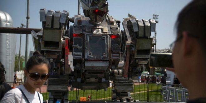 Китайские инженеры испытали огромного боевого робота-обезьяну