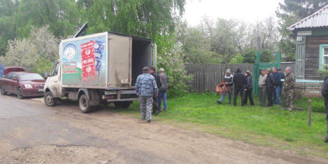 Умершего саратовчанина вместо катафалка приехал забирать грузовик с «Доброй буренкой»