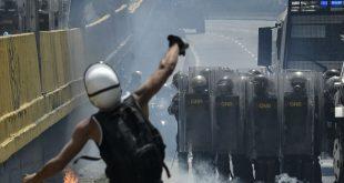 Используемые венесуэльскими демонстрантами пакеты с фекалиями признали химоружием
