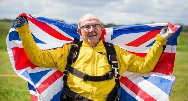 101-летний британский ветеран стал старейшим скайдайвером в мире