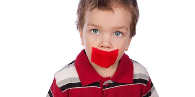 Воспитательница детсада в Ангарске опубликовала фото воспитанника с заклеенным скотчем ртом