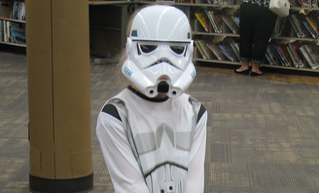В День «Звездных войн» американскую школу пришлось эвакуировать из-за ученика в костюме имперского штурмовика