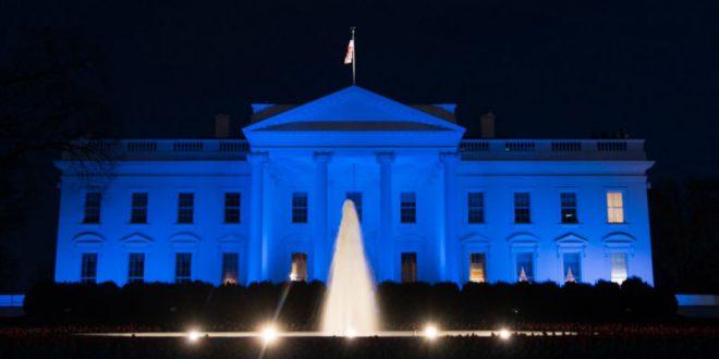 В окнах Белого дома замечены загадочные ярко-красные вспышки