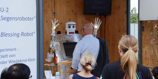 Прихожан немецкой церкви будет благословлять первый в мире робот-священник
