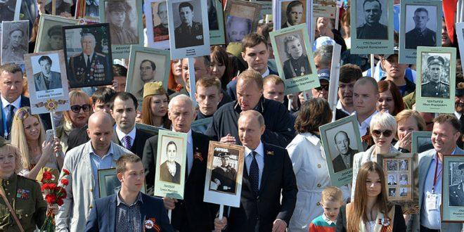 Владимир Путин присоединился к шествию «Бессмертного полка» с портретом своего отца-фронтовика