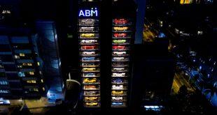 В Сингапуре открылся самый большой в мире автомат по продаже спорткаров