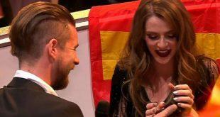 На «Евровидении» конкурсантке из Македонии сделали предложение в прямом эфире