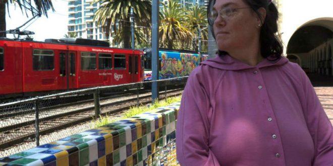 Калифорнийка с «объектной сексуальностью» вышла замуж за железнодорожную станцию