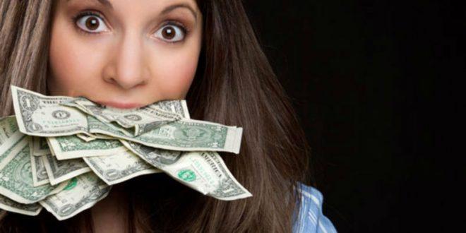 Колумбийка проглотила 9 тысяч долларов, чтобы не делиться с бывшим парнем