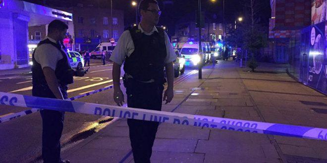 Ночью в Лондоне фургон въехал в толпу верующих перед мечетью: есть жертвы