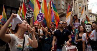 Турецкие полицейские разогнали участников гей-парада резиновыми пулями