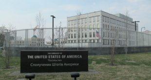 В Киеве на территорию посольства США бросили взрывное устройство