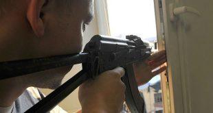 В Подмосковье обезвредили мужчину, открывшего стрельбу из окна квартиры