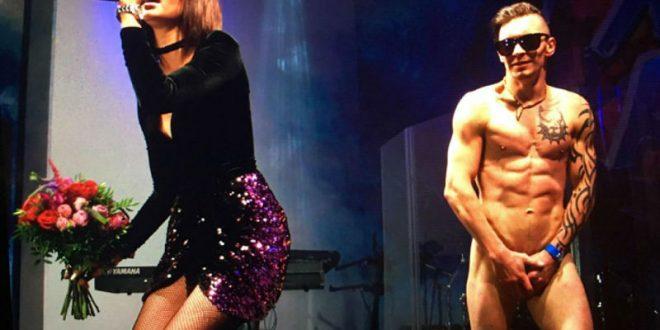 Ольга Бузова в Баку выступила на сцене с голым фанатом