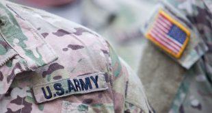 Американский солдат помочился на фасад здания МВД Литвы