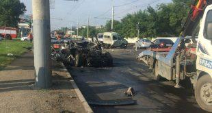 В Краснодаре пьяный подросток без прав на Land Rover сбил пятерых рабочих