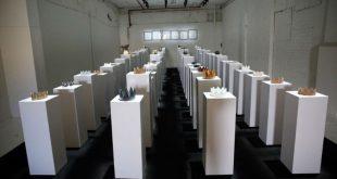 Американка разбила выставленные в музее короны на $200 тыс. при попытке сделать селфи