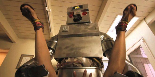 Ученые испугались массового превращения секс-кукол в роботов-убийц