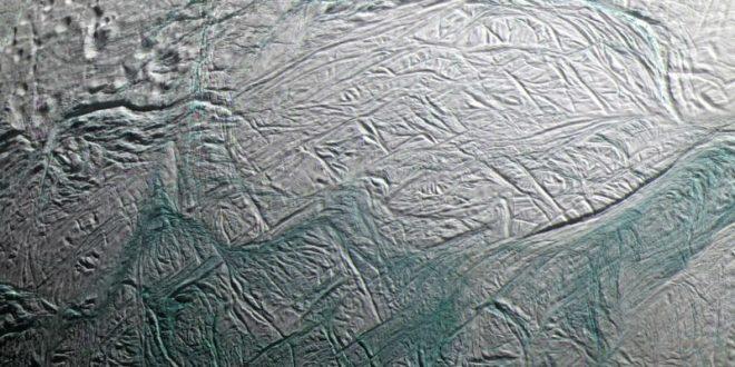 Ученые обнаружили признаки жизни на спутнике Сатурна